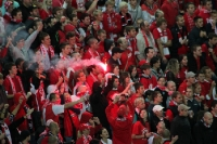 Bengalische Fackel im Block des SK Slavia Praha