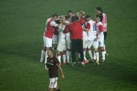 Mannschaft des SK Slavia feiert den 1:0-Sieg gegen Sparta Praha