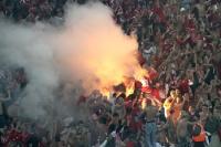 nonstop Pyrotechnik beim Derby Slavia Praha gegen Sparta Praha