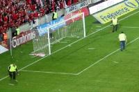 ordentlich was einzusammeln vor dem Fanblock des SK Slavia Praha