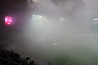 Pyro und dichter Rauch in der Schlussphase des Prager Derbys