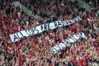 Spruchband der Slavia-Ultras beim Prager Derby gegen Sparta