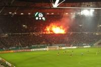 Fans von Hannover 96 zünden nach dem 1:0 gegen Dresden