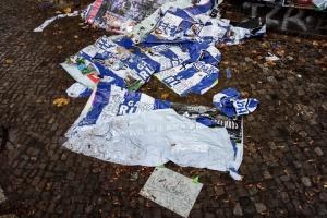 Abgelöste Plakate im Friedrichshain