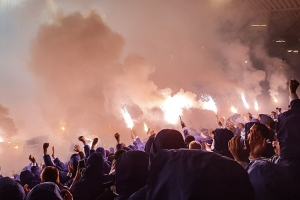 Der Hertha-Block brennt...