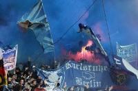 Fans von Hertha BSC zünden in Dresden Pyrotechnik