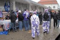Anhänger von Erzgebirge Aue auf dem Weg zum Berliner Olympiastadion
