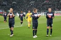 Hertha-Spieler feiern das 0:0 bei Borussia Mönchengladbach