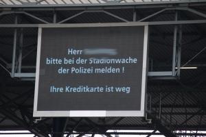 Anzeigetafel Duisburg Kreditkarte
