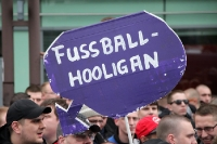 Das ist ein Fußball-Hooligan ...