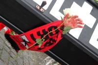 Ein schwarzer Sarg für eine Verstorbene: Die deutsche Fankultur