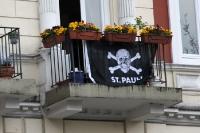 St- Pauli-Flagge am Balkon