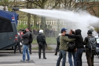Wasser Marsch! Der neue Stolz der Hamburger Polizei im Einsatz.