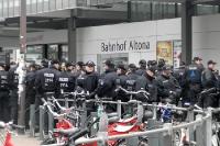 reichlich Polizei am Bahnhof Hamburg-Altona