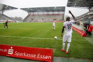 Amara Conde Rot-Weiss Essen vs. Bergisch Gladbach 11-04-2021 Spielszenen