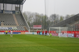 Simon Engelmann verschiesst Elfmeter RWE Gladbach 11-04-2021 Spielszenen