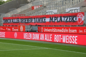 Marcel Platzek Banner Rude Fans Rot-Weiss Essen vs. Sportfreunde Lotte 27-05-2021
