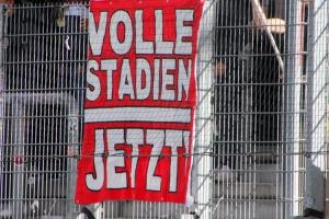Volle Stadion jetzt Rot-Weiss Essen vs. SC Wiedenbrück Spielfotos 16-10-2021