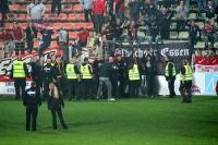 Essener Fans auf dem Feld in Krefeld