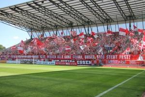 Fahnenchoreo Rot Weiss Essen Fans gegen WSV 05-08-2018