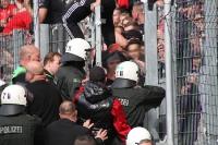 Polizeieinsatz: RWE Fans nach dem Pokalsieg