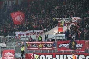 RWE Fans im Spiel gegen den KFC