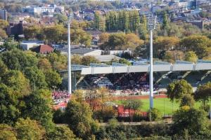RWE Fans in Wattenscheid, Blick von Rheinelbe