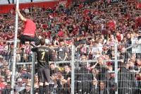 RWE Spieler und Fans nach dem Pokalsieg gegen RWO