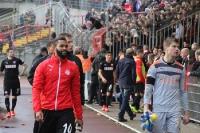 RWE Spieler und Trainer nach Niederlage in OB