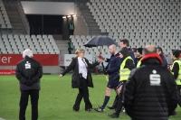 Schiedsrichter verlassen Essener Stadion