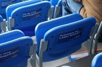 Aufkleber auf den Sitzen der SolarTechnics-Arena
