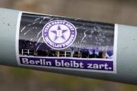 Berlin bleibt zart - Aufkleber von Tebe