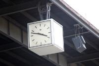 Uhr im Berliner Mommsenstadion