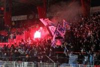 Ein Freudenfeuer / eine Bengalische Fackel im 60er Fanblock nach dem 1:0 beim 1. FC Union Berlin