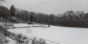 winterlicher Fußballplatz