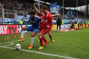 Selim Gündüz VfL Bochum im Zweikampf