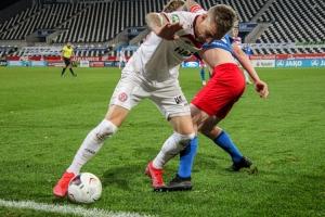 Zweikampf Marco Kehl-Gomez Rot-Weiss Essen vs. Wuppertaler SV 25-11-2020