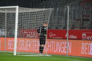 Niklas Lübcke Torwart Wuppertaler SV nach Spiel bei RWE 25-11-2020