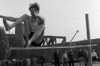 Hochsprung auf einem Sportfest in Berlin-Treptow, Anfang 50er Jahre