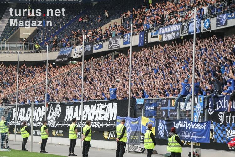 Foto: Waldhof Fans Relegation 2018 - Bilder von SV Waldhof ...