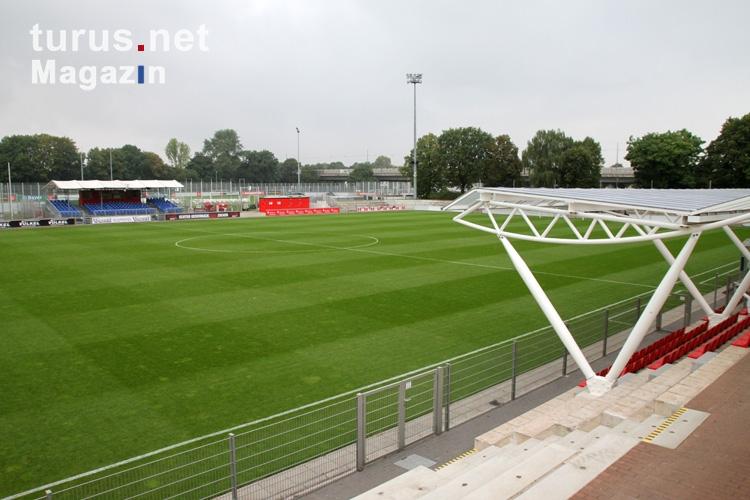 Foto: Kleines Ulrich-Haberland-Stadion in Leverkusen ...
