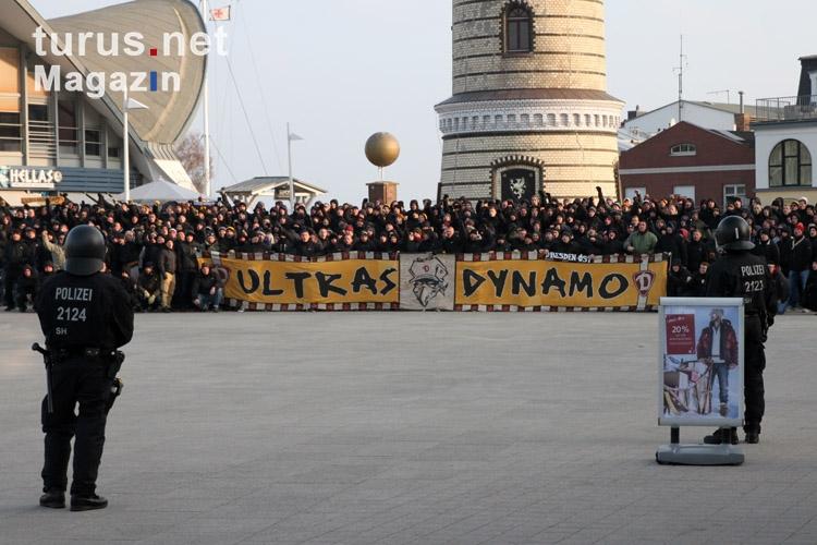 Foto: Ultras Dynamo zu Gast in Warnemünde - Bilder von SG ...