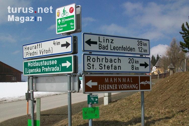 Foto: Wegweiser zum Mahnmal Eiserner Vorhang an der Grenze ...