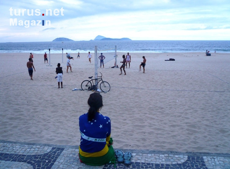 foto frau am strand von ipanema bilder von brasilien. Black Bedroom Furniture Sets. Home Design Ideas