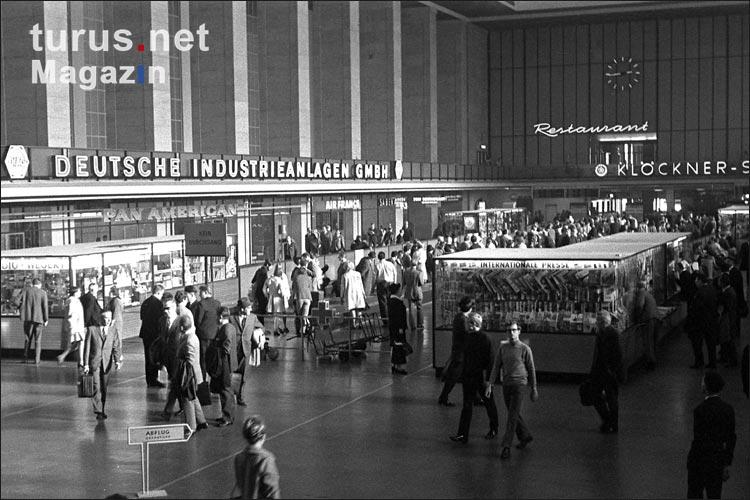 foto terminal des flughafen tempelhof 60er jahre bilder von berlin 50er und 60er jahre. Black Bedroom Furniture Sets. Home Design Ideas