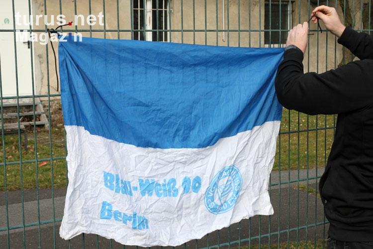 Foto: Zaunfahnen beim SV Blau Weiss Berlin - Bilder von Sp ...