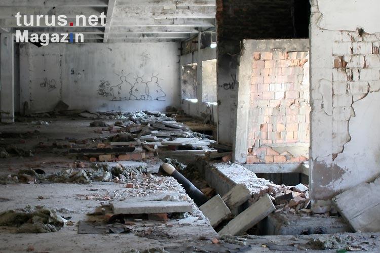 foto im beim krieg zerst rten einkaufszentrum von vukovar bilder von kroatien magazin. Black Bedroom Furniture Sets. Home Design Ideas