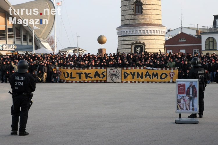 Ultras Dynamo zu Gast in Warnemünde