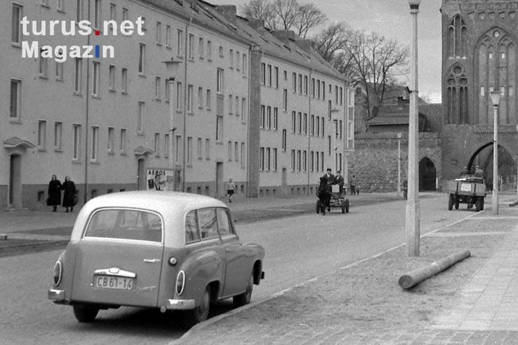 foto alter wartburg in neubrandenburg ddr 60er jahre bilder von historische fahrzeuge. Black Bedroom Furniture Sets. Home Design Ideas