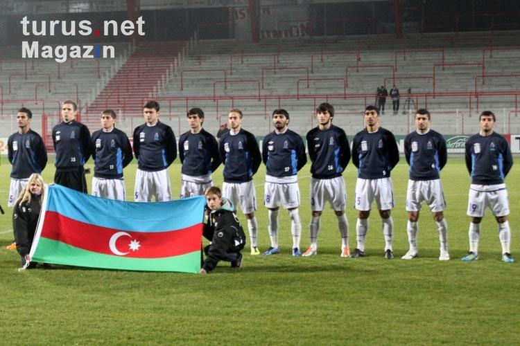 Foto Nationalmannschaft Von Aserbaidschan Bei Der Nationalhymne Testspiel In Berlin Bilder Von Fussball Gemischt Turus Net Magazin